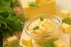 Käsesoße im Glas Lizenzfreie Stockfotos
