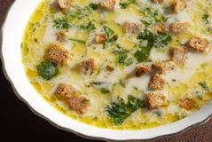 Käsesuppe mit Croutons Stockbild