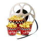 Kästen mit Popcorn und Film Lizenzfreie Stockbilder