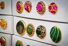 Kästen rosafarbene und grüne Weinlesetasten Stockbilder