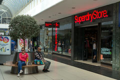 Käufer, die in Chelmsford England kaufen stockbilder