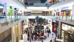 Käufer-Eile an Dubai-Mall stock video footage