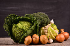 Kål blomkål, broccoli, potatis, lök Arkivbilder