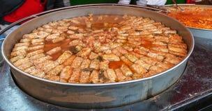 Kål som lagas mat på en mässa med traditionell rumänsk mat royaltyfri foto