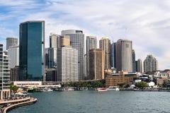 Kółkowy Quay promu terminal i skały na Sydney schronieniu fotografia royalty free