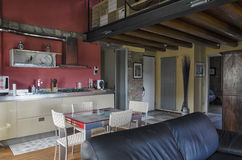 Kök av en lyxig lägenhet Arkivfoton