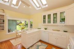 Kök i härligt hem Arkivbild
