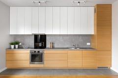 Kök med grått belägga med tegel fotografering för bildbyråer