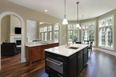 Kök med ovala dörröppningar Arkivfoton