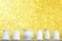 Kök som är keramiskt med blond suddighetsbokeh Arkivbilder