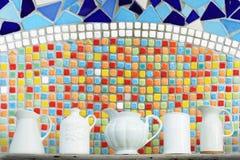 Kök som är keramiskt med den färgrika mosaiken Royaltyfri Bild