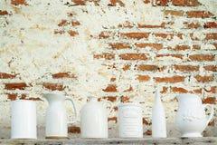 Kök som är keramiskt med rostig väggkonst Fotografering för Bildbyråer