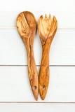 Köksgeråd från Olive Wood, liksom skärbräda och Sal Fotografering för Bildbyråer