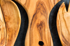 Köksgeråd från Olive Wood, liksom skärbräda och Sal Royaltyfri Bild