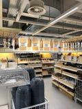 Köksgeråd som är till salu inom det IKEA lagret royaltyfri fotografi