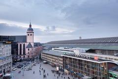 KÖLN, DEUTSCHLAND - 5. MÄRZ 2015: hauptsächlichbahnhof in Köln An einem durchschnittlichen Tag frequentieren ungefähr 280.000 Rei Lizenzfreies Stockbild