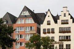 KÖLN, DEUTSCHLAND - 11. SEPTEMBER 2016: Bunte Häuser in der bayerischen Art in der alten Stadt von Köln, Nordrhein-Westfalen Stockfoto