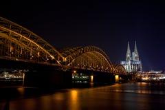 Köln nachts stockbild