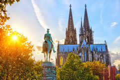 Köln am Sonnenuntergang stockbild