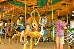 König Julienâ €™s (Strand Partei-gehen-rund) in Universal Studios Singapur lizenzfreie stockfotografie
