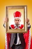 König mit Bilderrahmen auf Weiß Lizenzfreies Stockbild