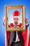 König mit Bilderrahmen auf Weiß Stockfotos