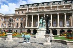 König Palace, Denkmal auf dem Quadrat lizenzfreie stockfotos