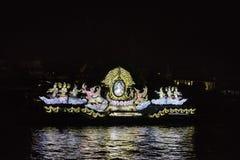 König von Thailand-Bild im Beleuchtungsboot Lizenzfreies Stockfoto