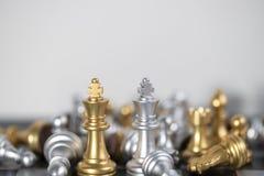 König VS King, damit die Schachstrategie das Spiel gewinnt Stockbilder