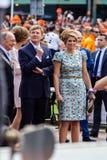 König Willem-Alexander und Königin MÃ ¡ xima der Niederlande, König ` s Tag 2014, Amstelveen, die Niederlande lizenzfreie stockbilder