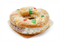 Königgugelhupf lokalisiert auf Weiß Traditionelles spanisches ` Gebäck ` Roscon de Reyes stockbilder