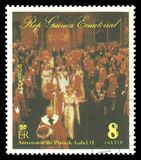 Königin Elizabeth II in der Kirche stockfotos