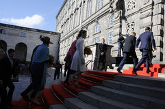 KÖNIGIN MARGRETHE UND ROYALS ARRIES AM PARLAMENT Stockbilder