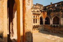 Königin ` s alte Ruinen Bades in Hampi, Indien stockfotos