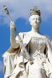 Königin Victoria Statue an Kensington-Palast in London stockbilder