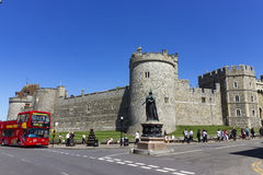 Königin Victoria Statue in Windsor stockbild