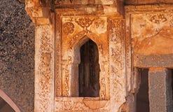 Königinbäder in Hampi, Karnataka-Staat, Indien Schnitzen von Stein-anci lizenzfreies stockbild