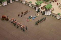 Königliche Gesellschaft ein Königinschutz am Palast Stockbilder