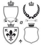 Königliche heraldische Kämme oder Embleme Stockbilder