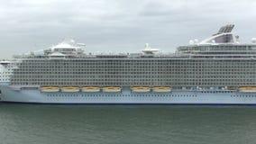 Königliche Schiff Karibischer Meere vists Nassau stock footage