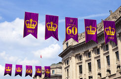 Königlicher Diamond Jubilee Banners in London Stockfotos