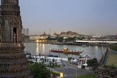 Königlicher Lastkahn u. Tempel, Bangkok, Thailand Stockbild