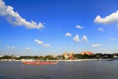 Königlicher Lastkahn und großartiger Palast Stockbilder