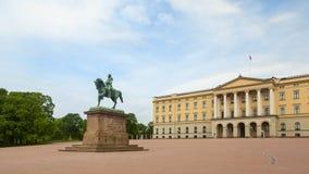 Königlicher Palast in der Stadt von Oslo lizenzfreie stockbilder