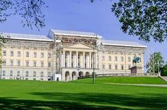 Königlicher Palast in Oslo unter Wiederherstellung lizenzfreies stockbild