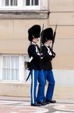 Königlicher Schutz an Amalienborg-Schlitz Lizenzfreie Stockfotos