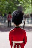 Königlicher Schutz mit Bearskin stockbild