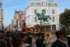 Königlicher Trainer, der im Palast Noordeinde auf der Prinztagparade in Den Haag ankommt Stockbild