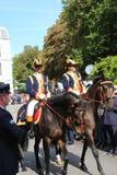 Königliches Personal auf Pferden während der Prinztagparade in Den Haag Stockfotografie