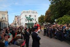 Königliches Personal auf Pferden während der Prinztagparade in Den Haag Stockbilder